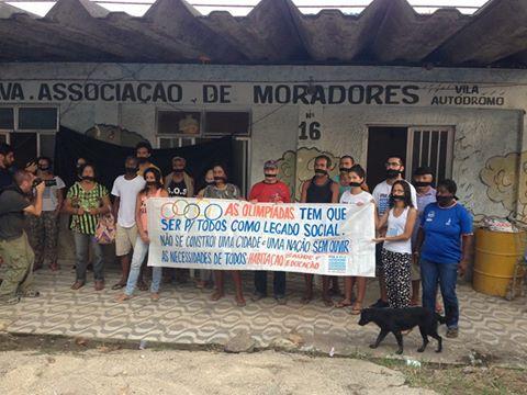 Protesto contra a demolição da Associação de Moradores